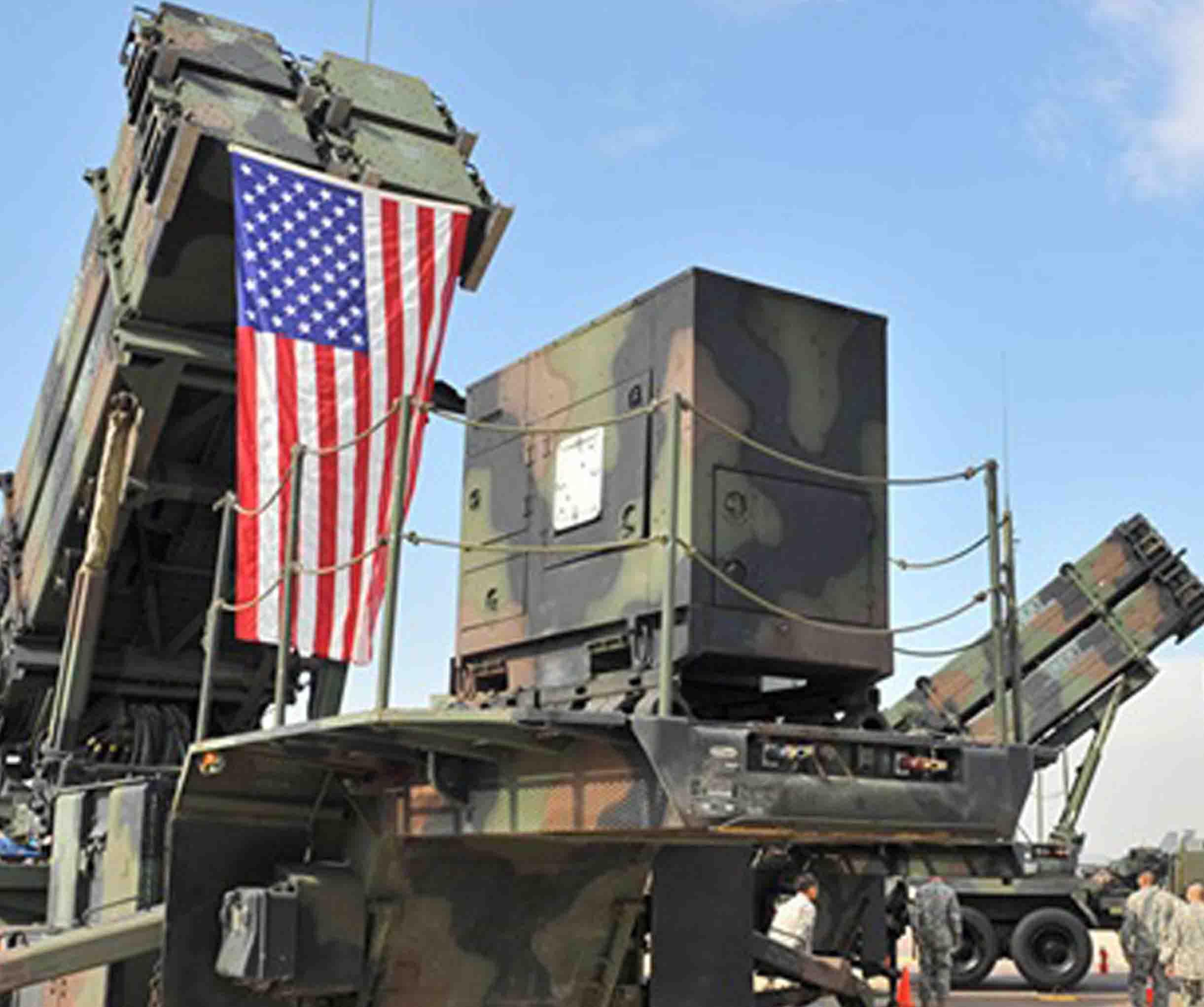 الرئيس الأمريكي يتباهى بالصواريخ التي 1122-27.jpg
